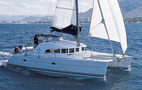 Lagoon katamaraner säljs genom Oxelösunds båt & motor